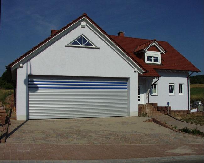 Pose de portes de garage manuelle ou motoris e secteur - Porte de garage a refoulement plafond ...