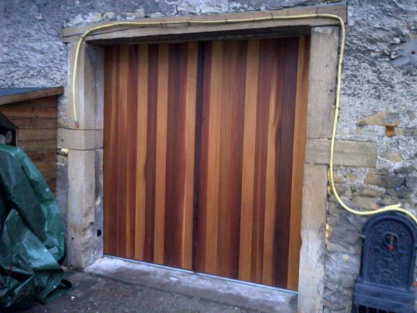 Pose de portes de garage manuelle ou motorisée secteur Metz Moselle # Isolation Porte De Garage Battant Bois